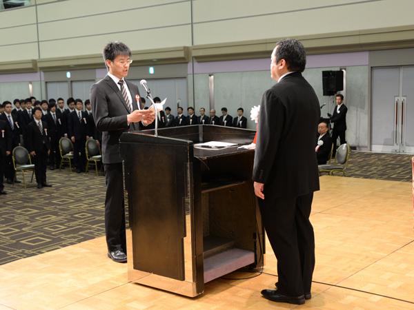 卒業生代表高橋さん