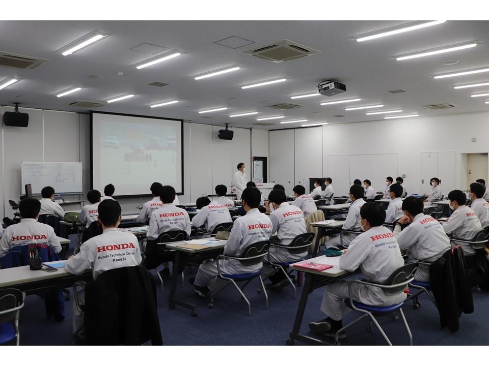 【発表会】自動車研究開発科3年生の卒業研究発表